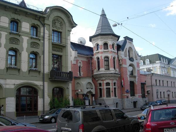 Собянин собирается застроить Остоженку новоделом
